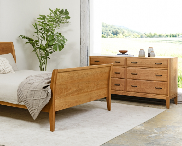 Corbett Low 6-Drawer Dresser in Cherry with black pulls with Contemporary Sleigh bed