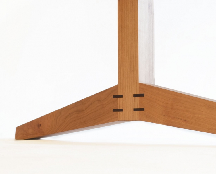 Hayden leg detail in Cherry with Western Walnut details