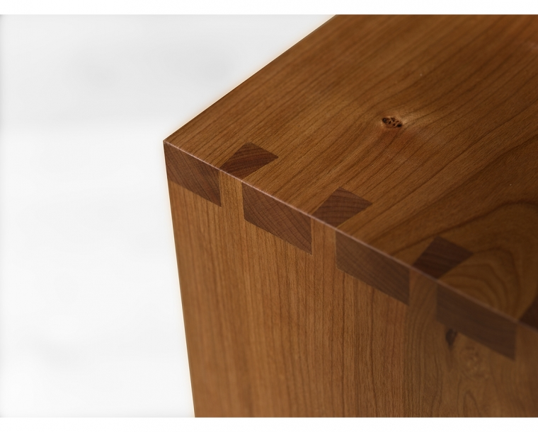Detail of Dovetail Top Edge Treatment