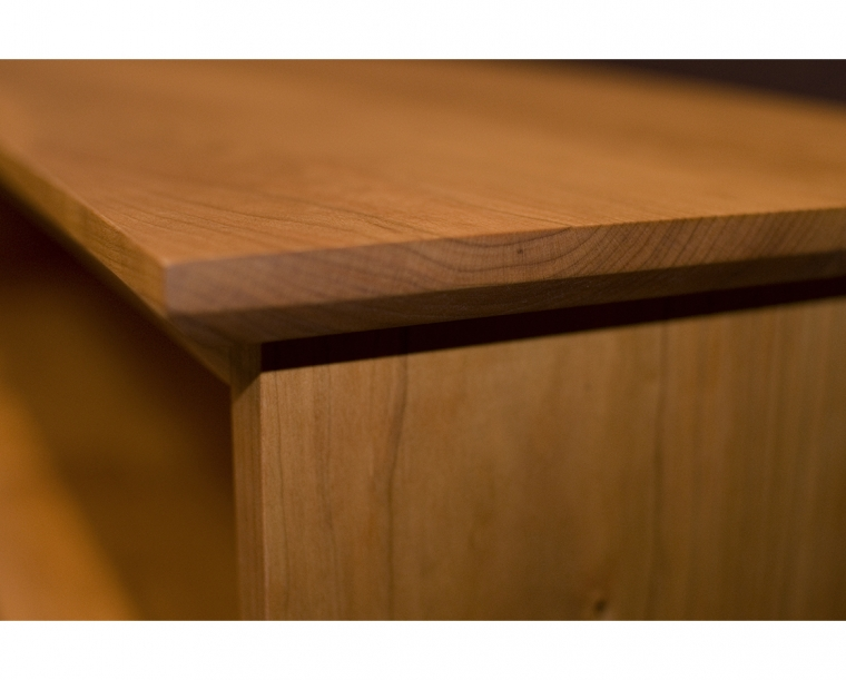 Bookcase Shaker Top Edge Detail in Cherry