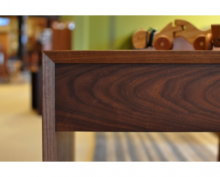 Modern End Table Top Detail in Standard Eastern Walnut
