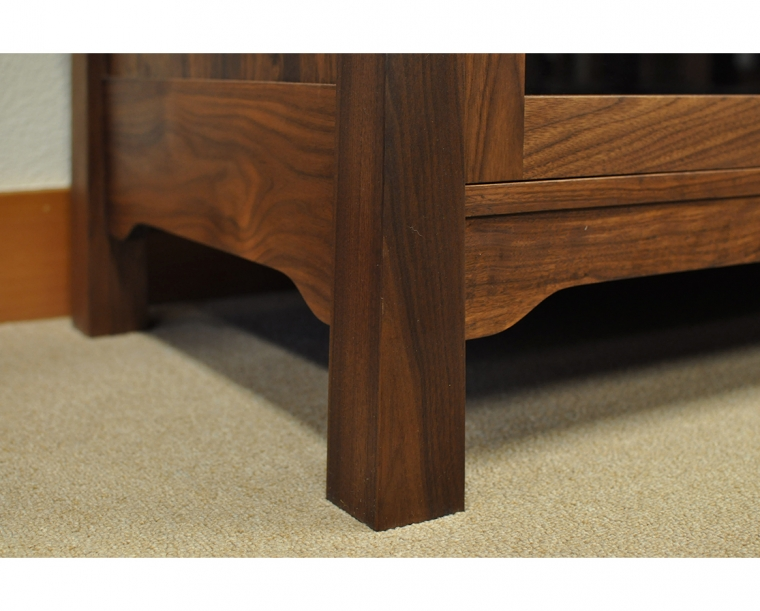 Pacific Entertainment Center Leg Detail in Western Walnut